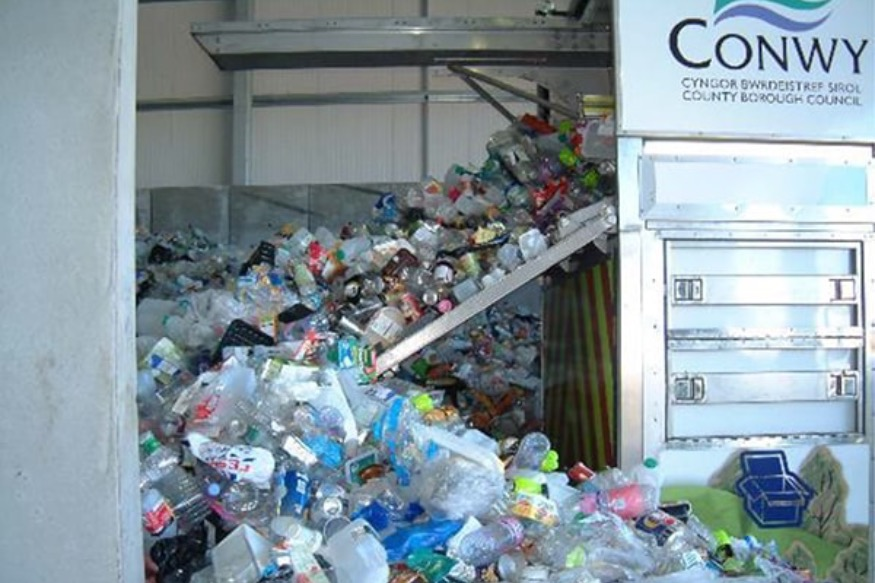 Cash for Colwyn Heights school during bottle deposit trial