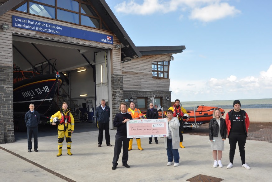 Grieving local family present RNLI with generous donation